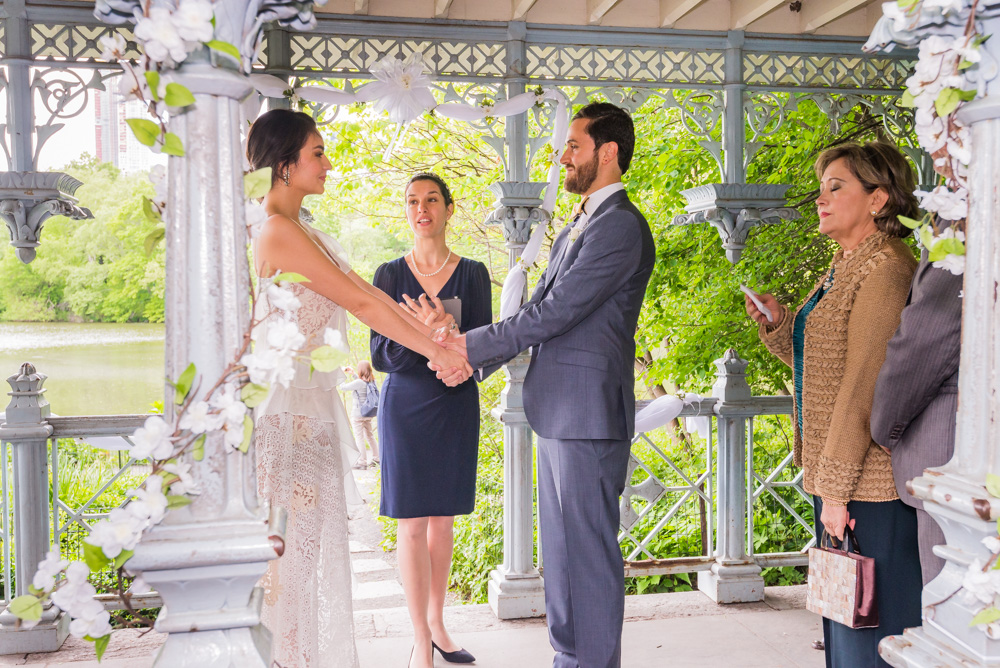 Spanish wedding officiant Veronica Moya